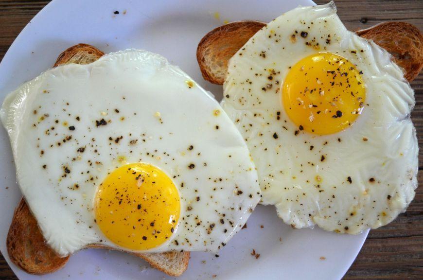 oua ochiuri - Traducere în engleză - exemple în română   Reverso Context